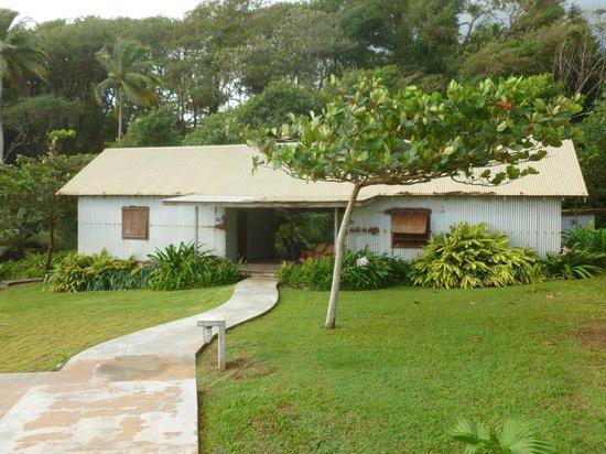 Pagua Bay House Oceanfront Cabanas: Vue des bungalows