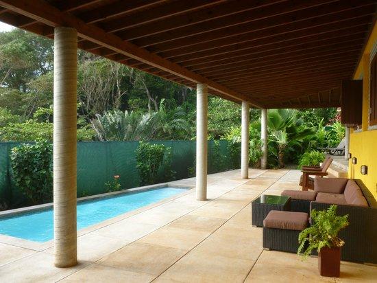 Pagua Bay House Oceanfront Cabanas: Chambre avec piscine privée