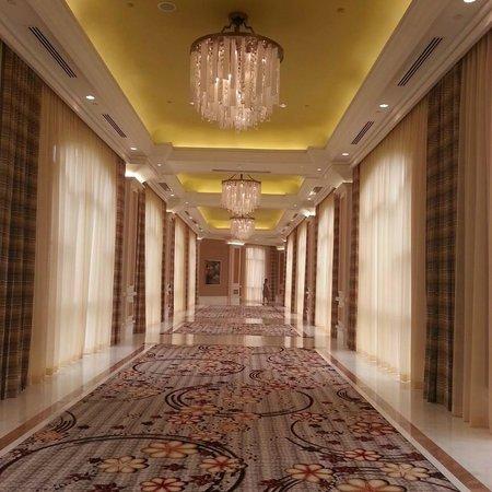 The Grand Ho Tram Strip: Hotel Hall Way