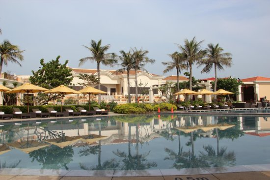 The Grand Ho Tram Strip: Hotel view from pool side