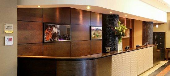 Jurys Inn Manchester City Centre: Reception area