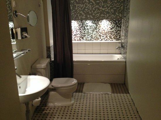 Merchant's House Hotel: Double room bathroom