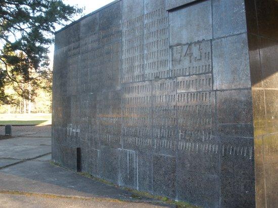 Salaspils Memorial Ensemble: memorial wall