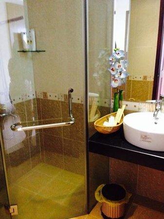 Grand Mango Hotel Danang: bathroom