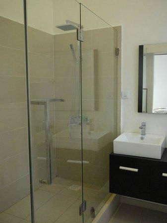 The Seventeen Apartment - Hotel: Our bathroom