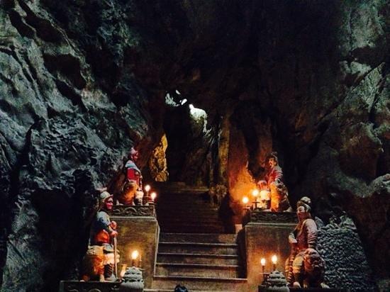 Grand Mango Hotel Danang: huyen cave @ marble mt