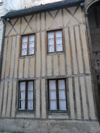 Rue Des Forges : Cour Maison Maillard 09/12/2013