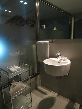 LX Boutique Hotel: Sink