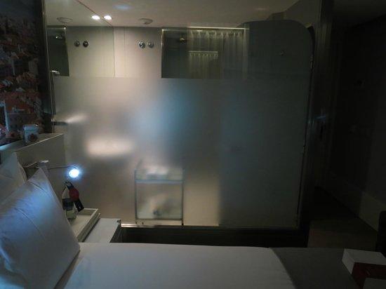 LX Boutique Hotel: Bathroom cube