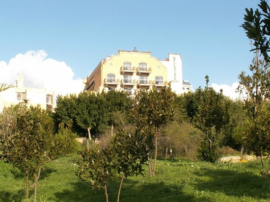Bella Vista Hotel : Frontage from Salina Park