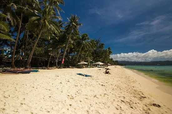 The Greenhouse (Boracay Beach House): View on the left - there's no houses or hotels there