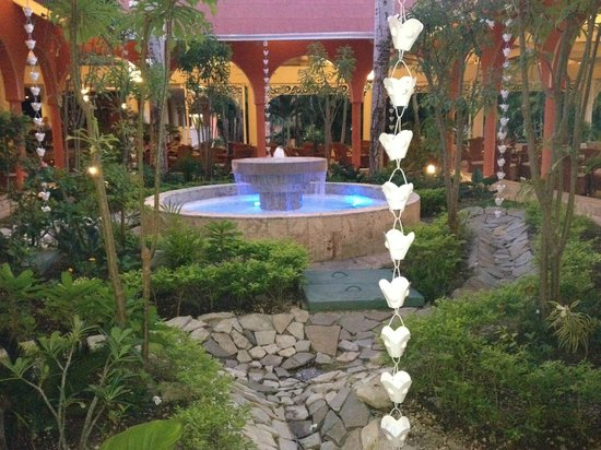 Grand Bahia Principe La Romana: Lobby Fountain