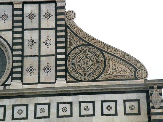 Church of Santa Maria Novella: Detalle renacentista de la fachada de Alberti