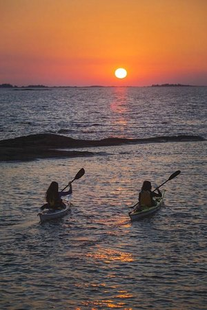 White Squall Paddling Centre: Sunset on the Bay