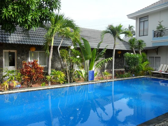 Xin Chao Hotel: pool area