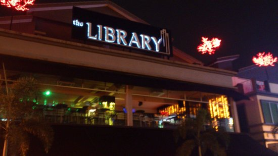Aroma Hotel: Can you imagine that there is a Library here!