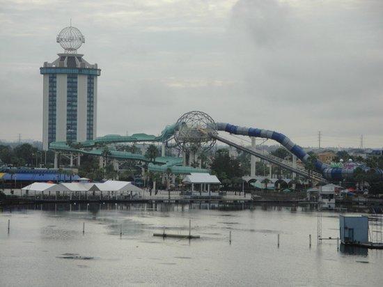Ramada Plaza Resort and Suites Orlando International Drive: Vista para o Parque.