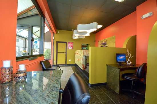 Econo Lodge: Business Center in Lobby