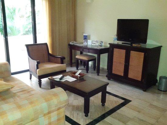 Grand Palladium White Sand Resort & Spa: imperial suite living room