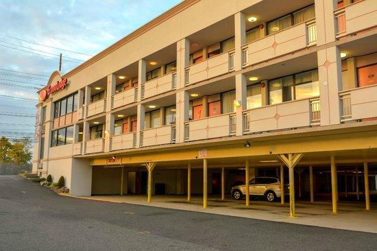 Econo Lodge : Hotel Ground