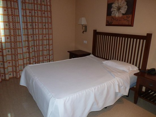 Aparthotel El Galeon: Schlafzimmer