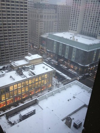 Courtyard Chicago Downtown/Magnificent Mile: Michigan Ave view