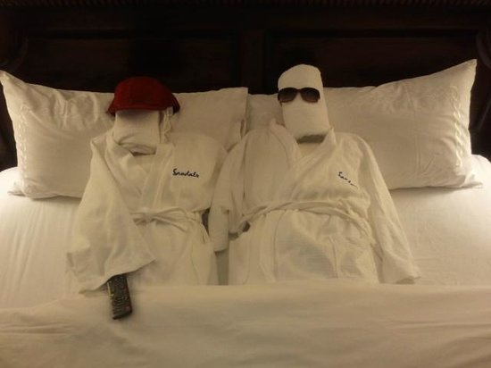 Sandals Ochi Beach Resort: Towel People from our great butlers!