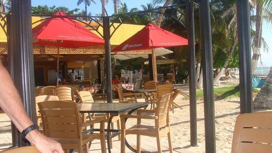 Cocoplum Beach Hotel: Zona cercana a la playa y la pileta