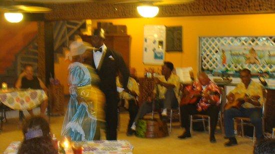 Cocoplum Beach Hotel: Espectáculo musical típico de San Andrés