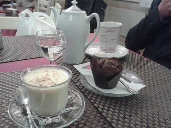 Les Pupitres Bistro: cioccolata bianca, the e muffin