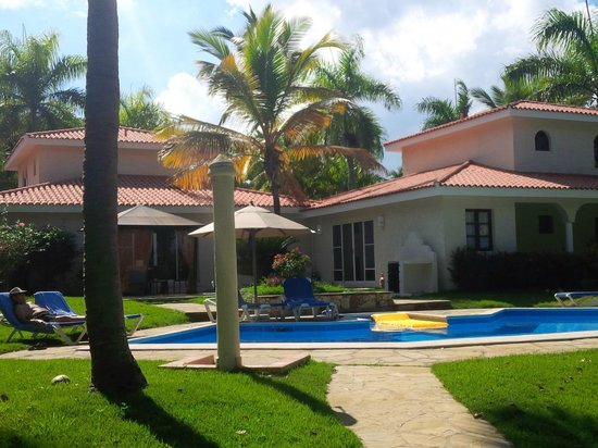The Crown Villas at Lifestyle Holidays Vacation Resort: Villa 2ab, 2 separate areas