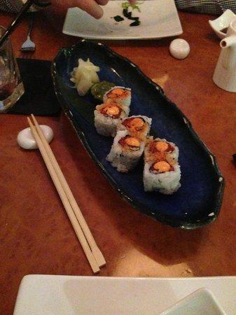 Momo: Yummy spicy tuna roll!