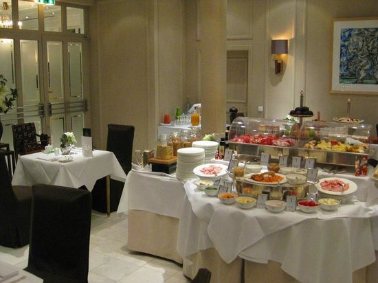 Hotel München Palace: Breakfast room and on-site restaurant