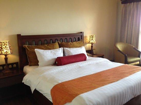 Royal Angkor Resort & Spa: bed