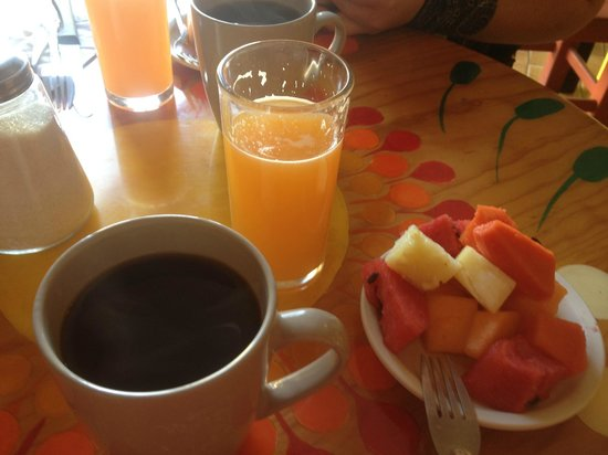 Hotel Florida: Fresh squeezed juice, coffee and fruit, included in comp breakfast