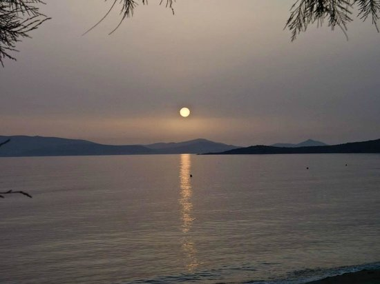 Iria Beach Art Hotel: the moon over the waterr - that's Paros on the other side of the water