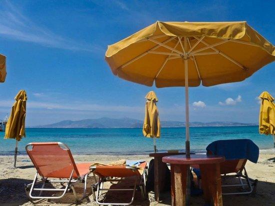 Iria Beach Art Hotel: The beach in front of the hotel