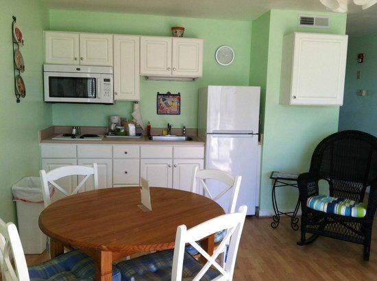 Sandpeddler Inn & Suites: Full size refrigerator in 104