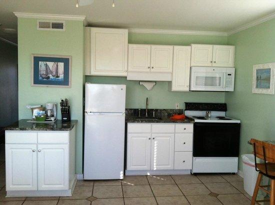 Sandpeddler Inn & Suites: 306 Full Kitchen