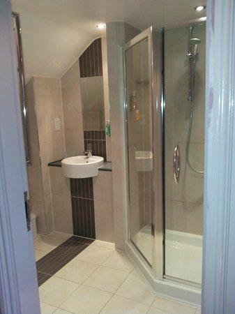 Gardens Hotel: Bathroom