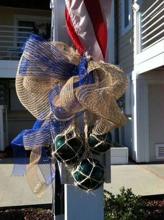 Sandpeddler Inn & Suites: 1st Place Most Nautical Holiday Decor