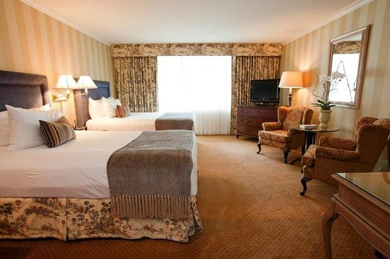 Wedgewood Hotel & Spa: Executive Guestroom with two double beds
