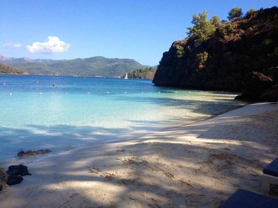 D Maris Bay: Silent beach