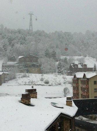 Hotel Del Pui : vista desde la habitacion (nevando)