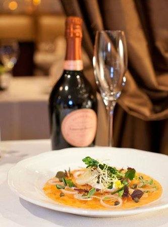 Wedgewood Hotel & Spa: Bacchus Resturant & Lounge