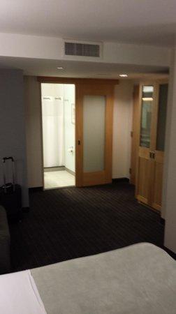 Club Quarters Hotel, World Trade Center: Nice size room