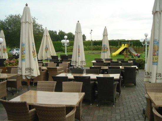 Den Boomgaerd : het terras met speeltuintje