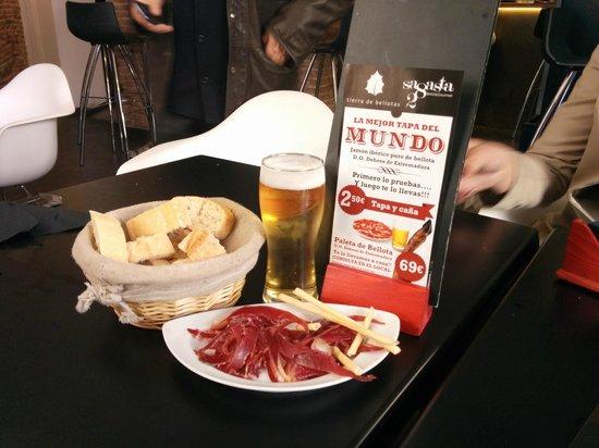 Sagasta 28 Bistro & Gourmet : esto es lo mejor, ellos le dicen la mejor tapa del mundo todo eso que veis por 2.50€