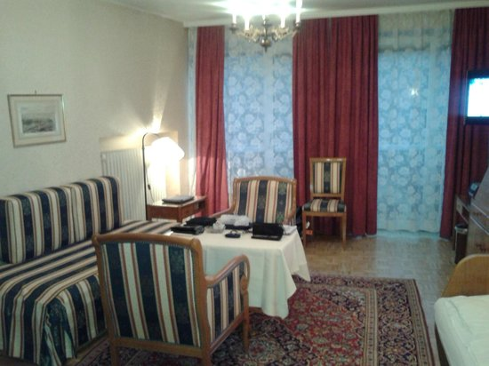 Pension Sacher: Another view of Sitting area