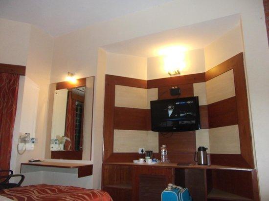 Hotel Bangalore Gate: Tv, heladera y amplio espacio